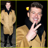 robin thicke professes love for paula patton on stage in atlantic city
